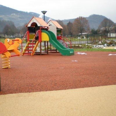 Precast rubber ground