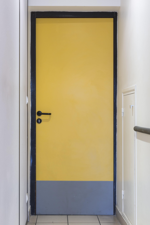 Bottom door protection