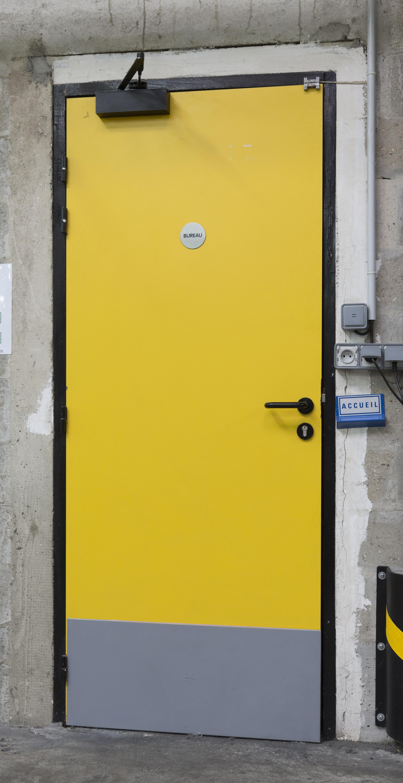 Bottmo door protection