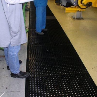 Anti-fatigue latted floor