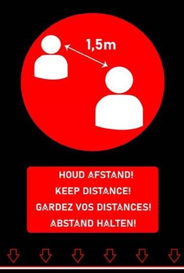 Tapis de distanciation en quatre langues